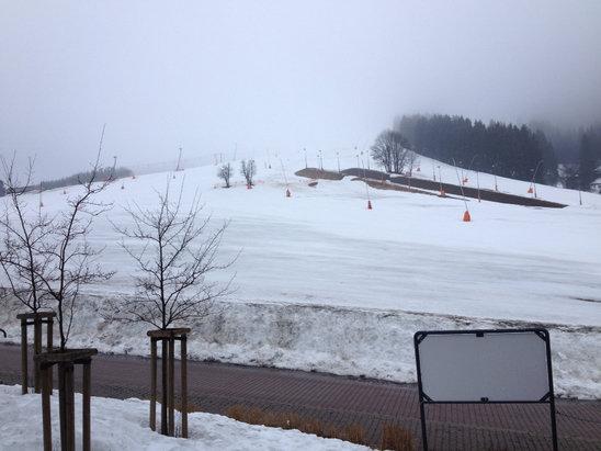 Oberwiesenthal - Fichtelberg - Plustemperaturen machen dem Personal viel Arbeit. Ab Mittags bei um 7 Grad schon etwas Wasserski  - ©Schnecke