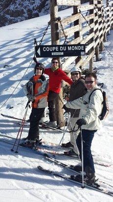 Grand Tourmalet (La Mongie / Barèges) - beau week end du 19 mars. Des pistes moyennement agréable mais ça c est la météo.  côté station, un accueil Pierre et vacance très sympa.  tarifs des remontés pentes exagérés ! 36.5 euros la demie journée pour un domaine praticable à 70%... - ©fabricegabo