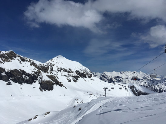 Mürren - Schilthorn - It was a pretty fabulous spring day, with good fresh powder on top of a solid (albeit sometimes very rough) base. Extremely merry below Rigoli chair.   Great time all day!  - ©Samz iPhone5se