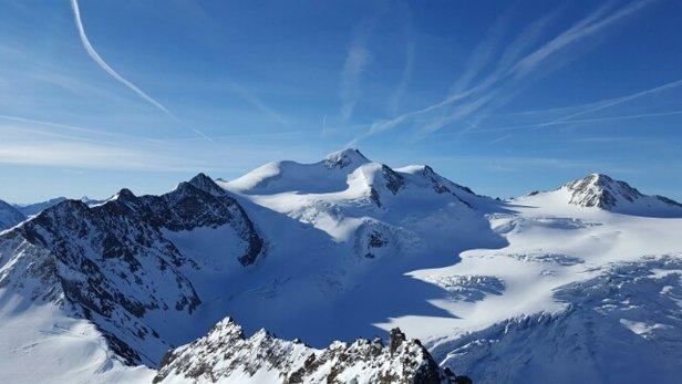 Pitztaler Gletscher - Super Skigebiet! Top präparierte Pisten. Top Kullisse zum fahren. Lifte schließen leider etwas früh umd auch sehr genau. - ©zh