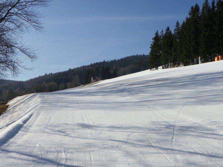 Upravené sjezdovky a velmi dobré sněhové podmínky v Harrachově jsou pro lyžaře připraveny přinejmenším do Velikonoc. - ©SA Harrachov