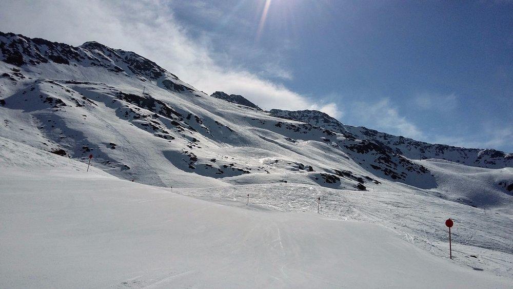Vďaka severnej a severozápadnej expozícii zjazdoviek na Rendl sú snehové podmienky dobré aj dlho po obede - ©Tomasz Wojciechowski / Skiinfo