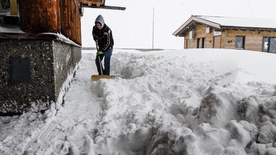 Auf der Zugspitze ist bis zum 01. Mai Skibetrieb. Am 17/18.4. hat es über 50cm Neuschnee gegeben - ©Facebook