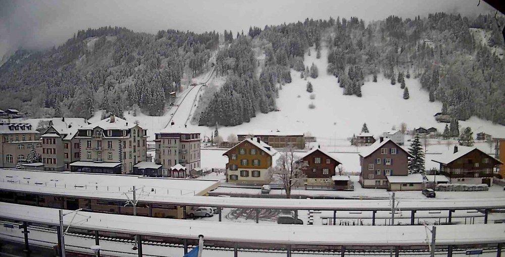 In Engelberg (ca. 1000m Höhe) sind die Dächer schneebedeckt - ©Facebook