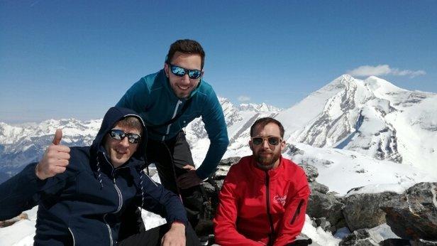 Adelboden - ski Rando le WE du 22 et 23 avril neige fraiche et soleil le top.merci à notre guide Patrice Flesch d Alsace - ©guigui