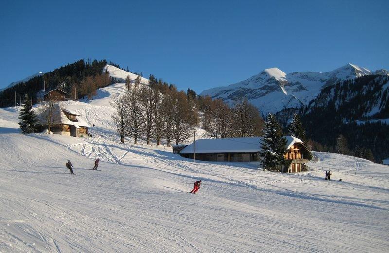 Pistenaction im Skigebiet Aeschi - ©Aeschi Tourismus