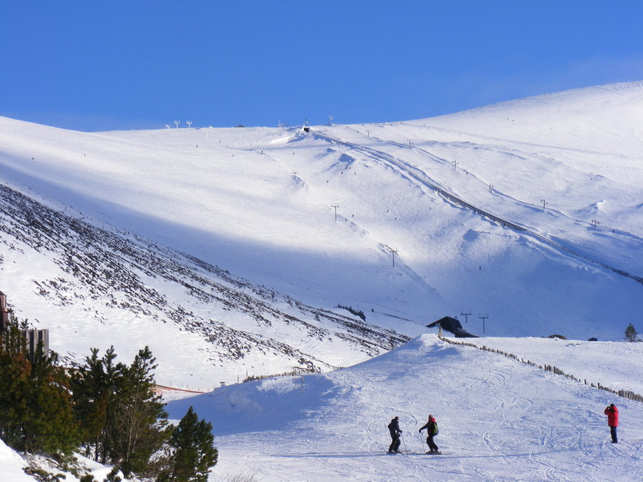 Visitors at the sunny slopes of Cairngorm Mountain, Scotland
