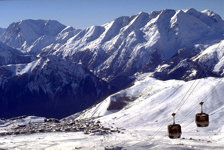 Alpe d'Huez gondolas and village