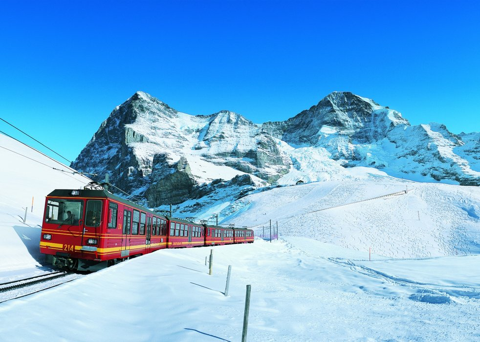 Travel to the Alps: Fly, drive or ride the train?