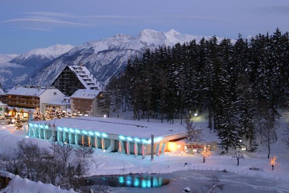 Casino Crans Montana lit up at night - ©Casino Crans Montana