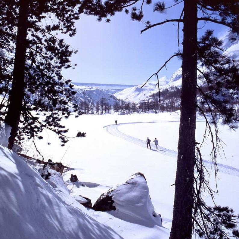 Cross country skiiers at Saas Almagell, a village near Saas Fee.