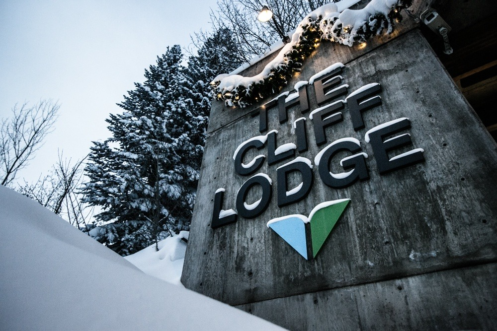 After a long day of skiing it was back to the Cliff Lodge for some cold beers and good food.