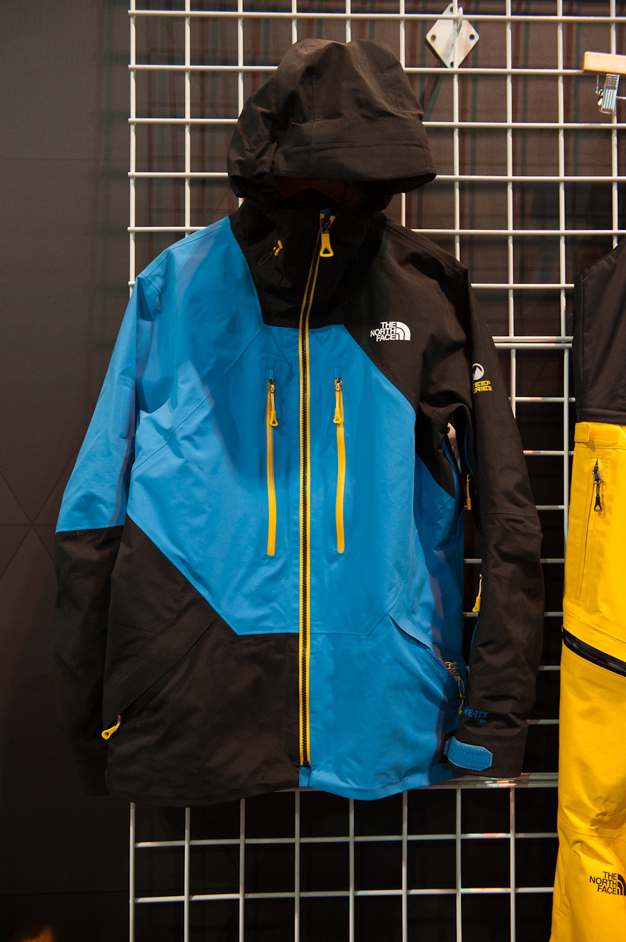 The pro athlete inspired Steep Series from The North Face features the Free Thinker jacket. It has GORE-TEX 3 layer pro, and an internal fleece-lined cell phone pocket. 
