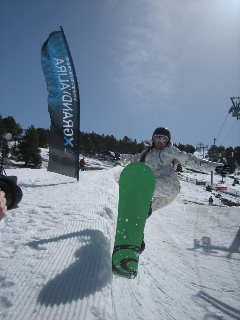 Snowboarder in Grandvalira, Andorra - ©Grandvalira Tourism