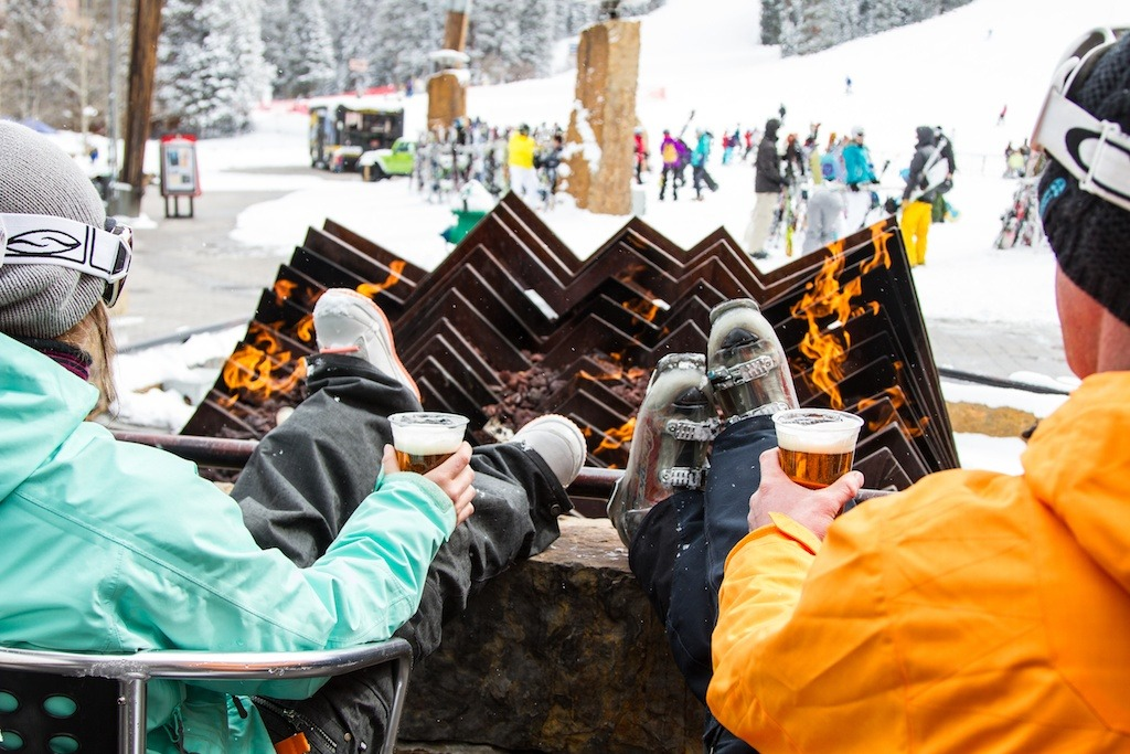 Burning Stones Plaza for apres ski. - ©Liam Doran