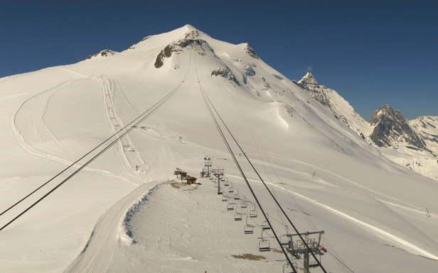 Vue sur le glacier bien enneigé de la Grande Motte à Tignes (6 juin 2013)