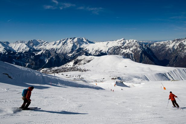 Alpe d'Huez's long cruising ski slopes