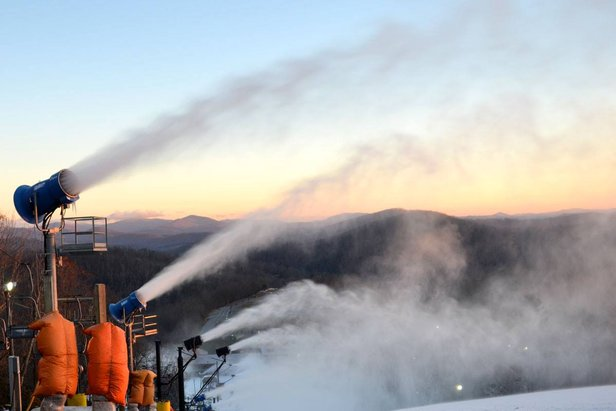 Snowmaking sets up Mid-Atlantic resorts for Thanksgiving Openings.