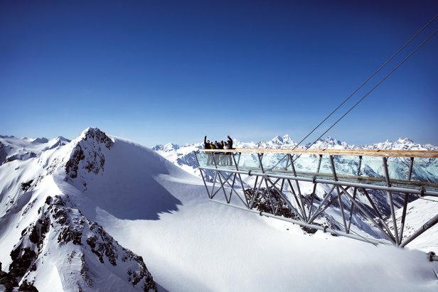 Sölden, czyli 3 trzytysięczniki, tunel narciarski i tańce na stołach - ©Soelden Tourismus