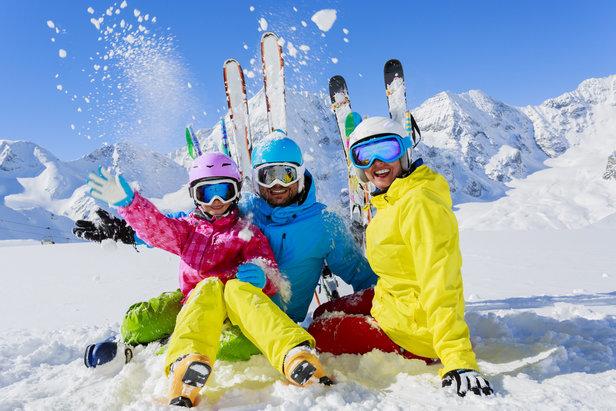 Famille au ski - ©Gorilla - Fotolia.com