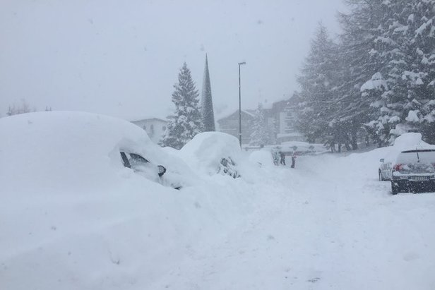 140cm of snow in 24hrs for Sestriere, Italy (Feb. 6, 2015) - ©Vialattea