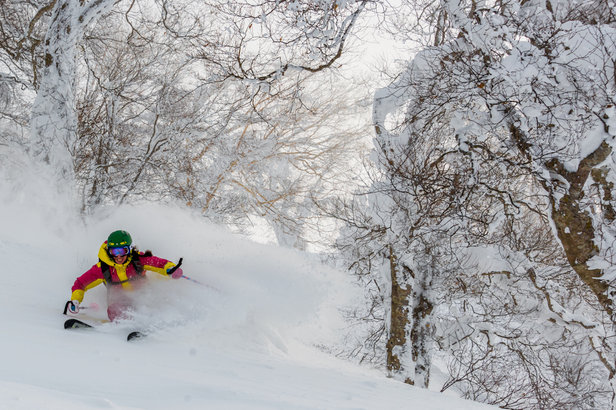 Caroline van 't Hoff and Julie Nieuwenhuys in Hakuba, Japan - ©Caroline Van T Hoff