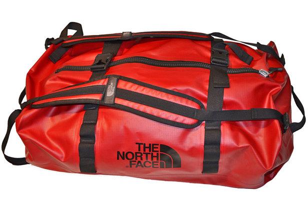 diese tasche h lt dicht waterproof duffel von the north. Black Bedroom Furniture Sets. Home Design Ideas