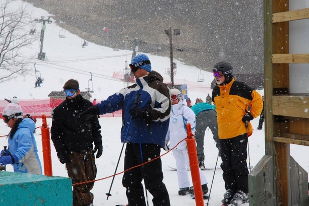 BMBW OH skiers in snow