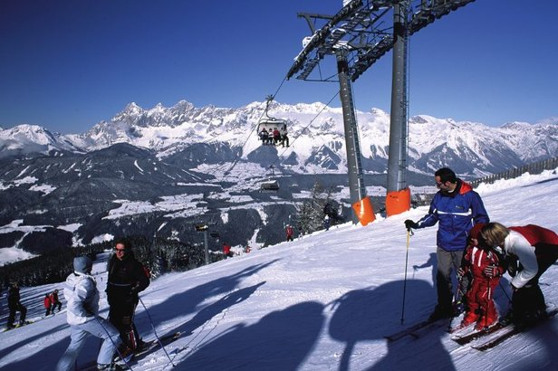 Schladming lift and skiers