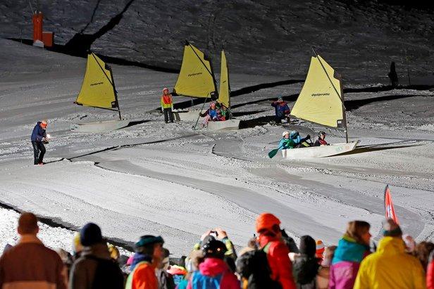 Des bateaux à voile en course sur la neige du Corbier - ©TMM Le Corbier / Pascal Alemany