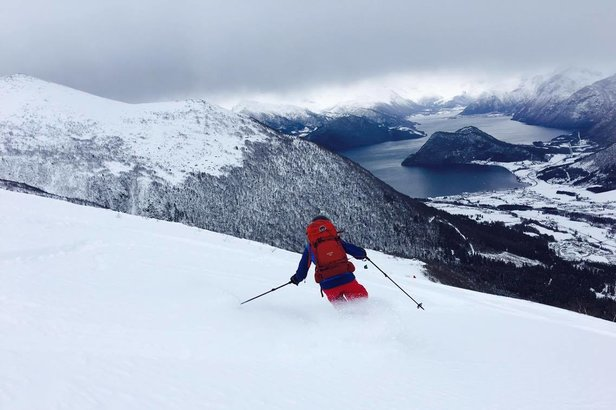 På vei ned fra Kaldtinden i Måndalen - ©Marit Øwre-Johnsen