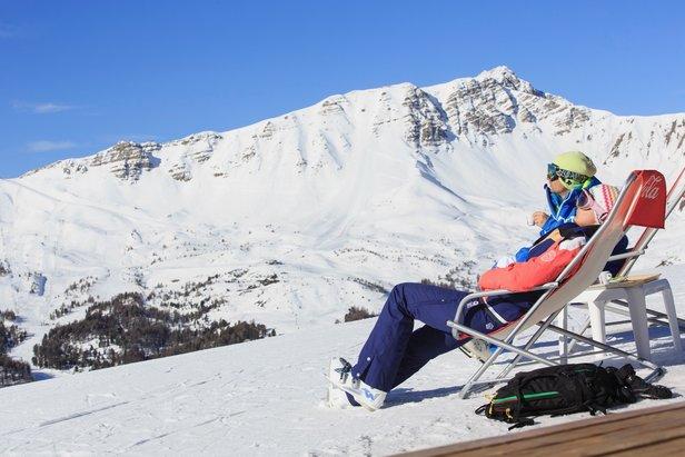 Sněhové zpravodajství: Lyžuje se ve 20 českých střediscích, v Alpách sezóna pokračuje sněžením - ©OT Vars/Rémi Morel