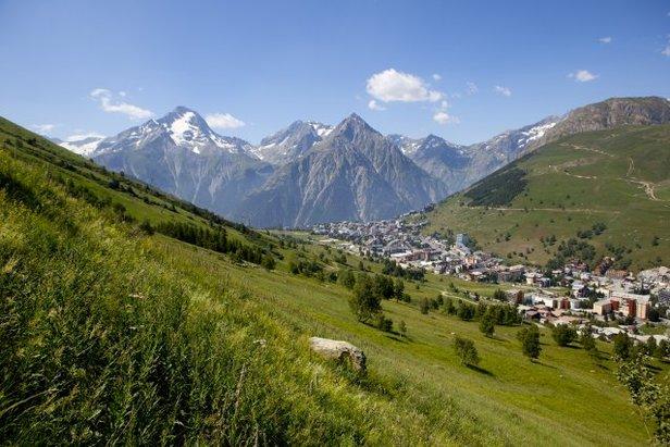 Les 2 Alpes, destinationn estivale jusqu'au 2 septembre - ©Office de Tourisme Les 2 Alpes / Monica DALMASSO