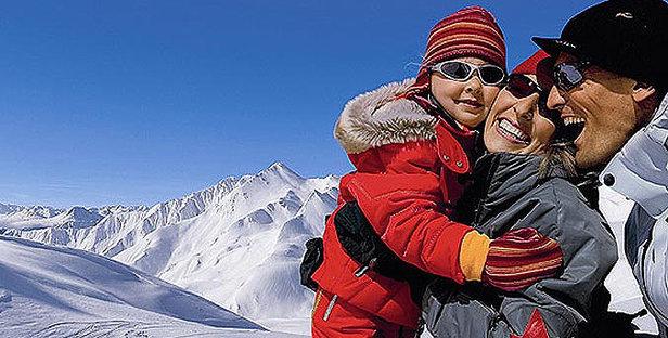 Serfaus Fiss Ladis_Familie im Schnee