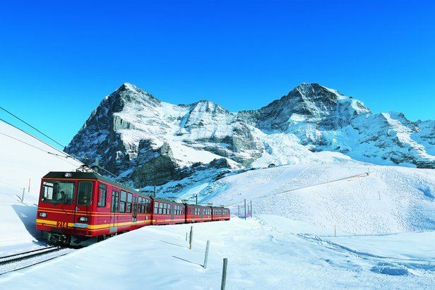 Travel to the Alps: Fly, drive or ride the train? - ©Jungfrau Turismus