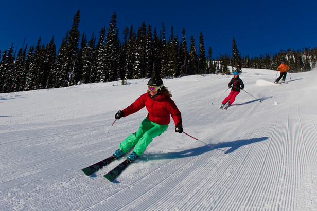 A family of skiers hit groomers at Kicking Horse. Photo by Alex Geisbrecht. Courtesy of RCR.