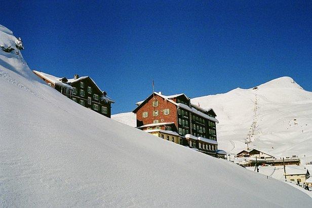 hotel bellevue des alpes next to the ski lifts onthesnow. Black Bedroom Furniture Sets. Home Design Ideas