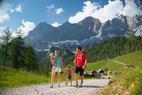 Familie am Dachstein