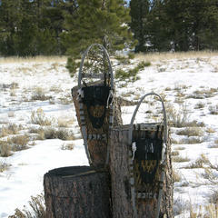 Altes Paar Schneeschuhe - ©FlickR / kahunapulej