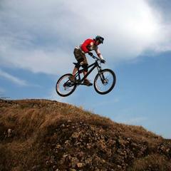 Fahrtechnik Geländesprung Bild 2 - ©www.trailxperience.com