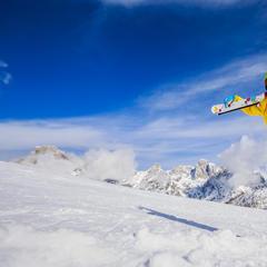 Glückliche Skifahrerin im Schnee - ©Fotolia.de ©Gorilla (#126092723)