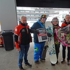 Silvrettaseilbahn AG Mag. Hannes Parth und DI (FH) Markus Walser konnten Frau Cindy Dürr aus Karlsruhe als 2 Mio. Gast im Winter 2016/17 im Skigebiet Ischgl / Samnaun begrüßen - ©Silvrettaseilbahn AG