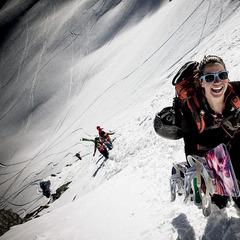Mit einer technisch anspruchsvollen Fahrt in exponiertem Gelände sicherte sich Snowboarderin Maria DeBari (USA) den Sieg beim Xtreme Verbier und der FWT 2012 - ©freerideworldtour.com / Jeremy Bernard