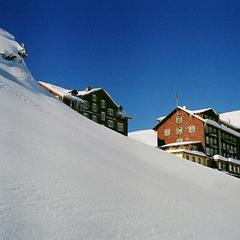 Hotel Bellevue des Alpes next to the ski lifts. 