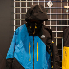 The pro athlete inspired Steep Series from The North Face features the Free Thinker jacket. It has GORE-TEX® 3 layer pro, and an internal fleece-lined cell phone pocket.