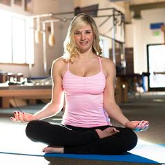 As a former ballet dancer, yoga, strength training and meditation are all part of Amie's routine. We met up with Amie at High Fives Foundation, a Truckee based non-profit dedicated to helping athletes who have suffered life altering injuries. HighFivesFou