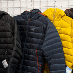 The Cerium AR Hoody from Arc'teryx can stand alone as a warm midlayer for really cold days or a standalone jacket for milder weather. Its Down Composite Mapping strategically places Coreloft™ synthetic insulation in high moisture areas.