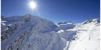 Raport śniegowy: Lodowce w Alpach zalane słońcem, ruszają wyciągi w Kitzbühel ©Ötztal Tourismus