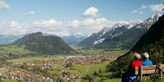 Rast mit Blick über das Pfrontener Tal - ©Pfronten Tourismus