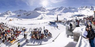 Skifahren im Frühling 2017: Angebote am Stubaier Gletscher ©Stubaier Gletscher